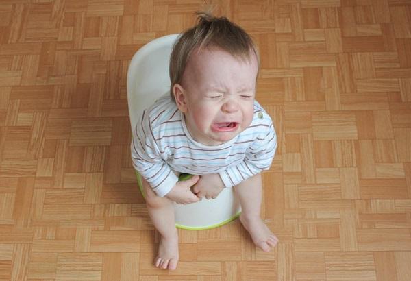 bé 2 tháng tuổi bị táo bón