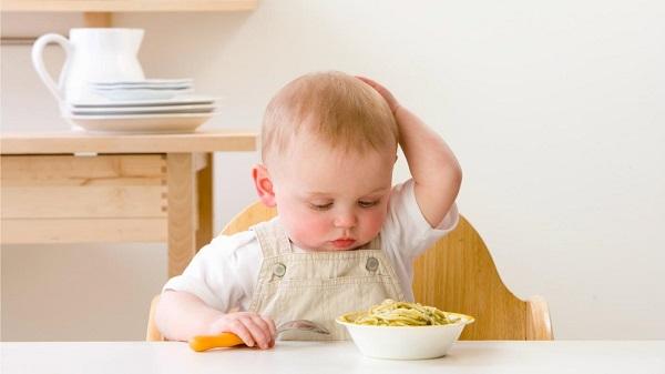 biếng ăn sinh lý ở trẻ 3 tháng tuổi